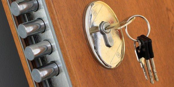porta blindata con cilindro europeo e defender